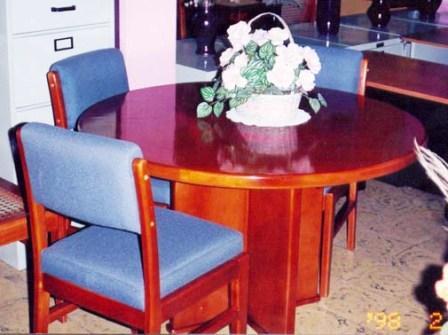 Mesa en cruz para 6 prsonas de 1.30 de diámetro