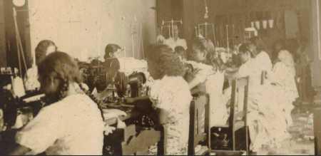 Personal de fábrica de La Elegancia Granada 1895
